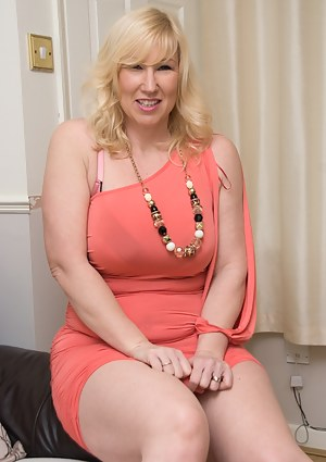 Free Chubby MILF Porn Pictures