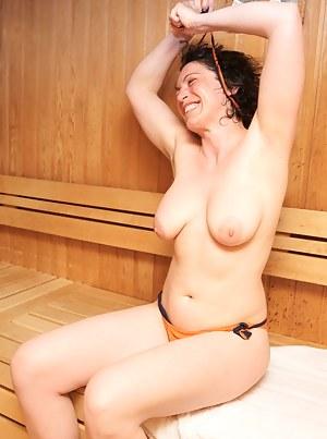 Free MILF Sauna Porn Pictures