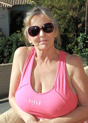 Free Busty MILF Porn Pictures