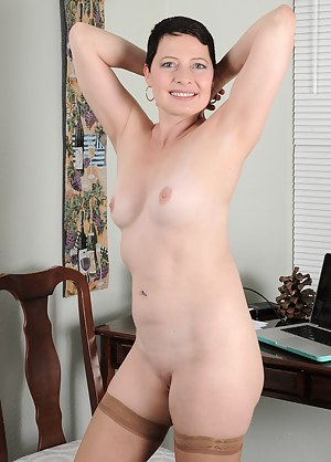 Free Short Hair MILF Porn Pictures